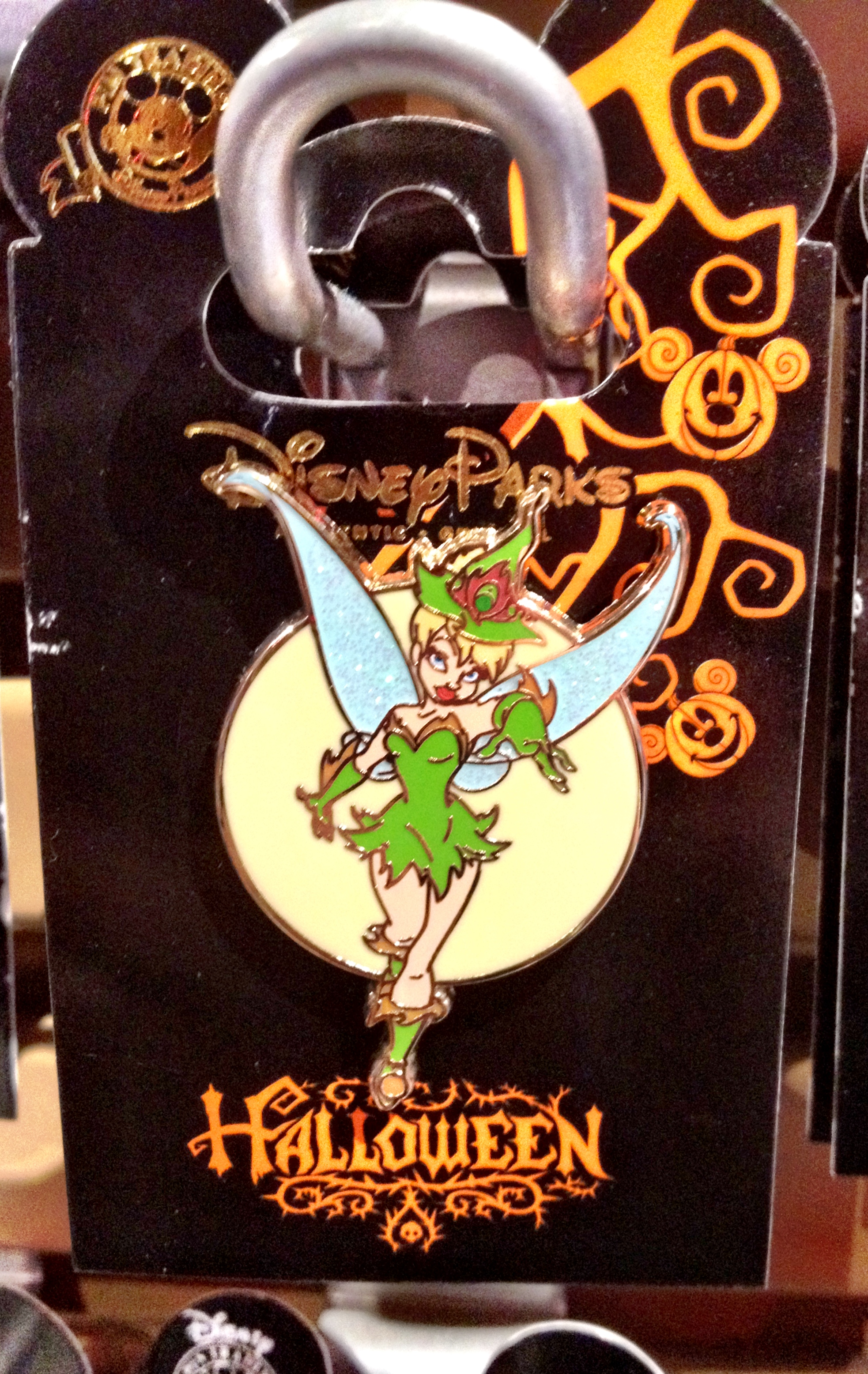 halloween trading pins are out at walt disney world on the go in mco. Black Bedroom Furniture Sets. Home Design Ideas