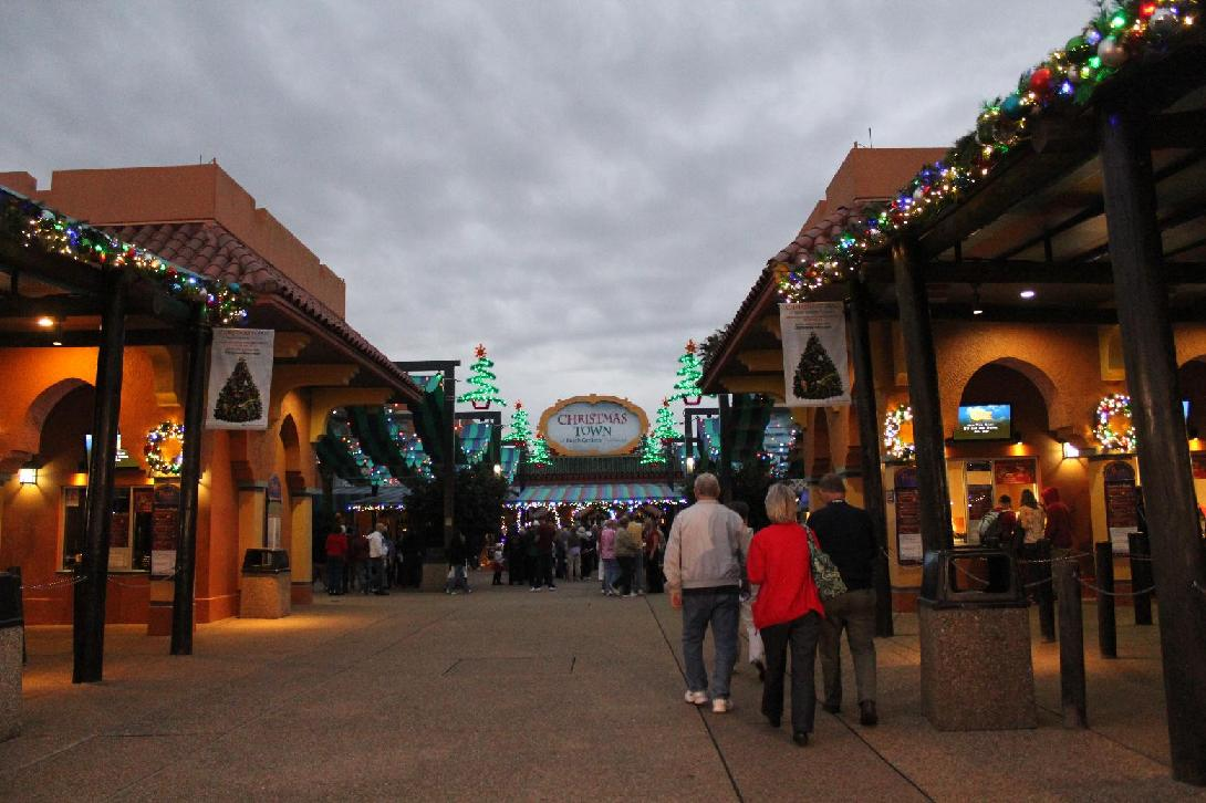 Christmas Town At Busch Gardens Tampa Bay On The Go In Mco