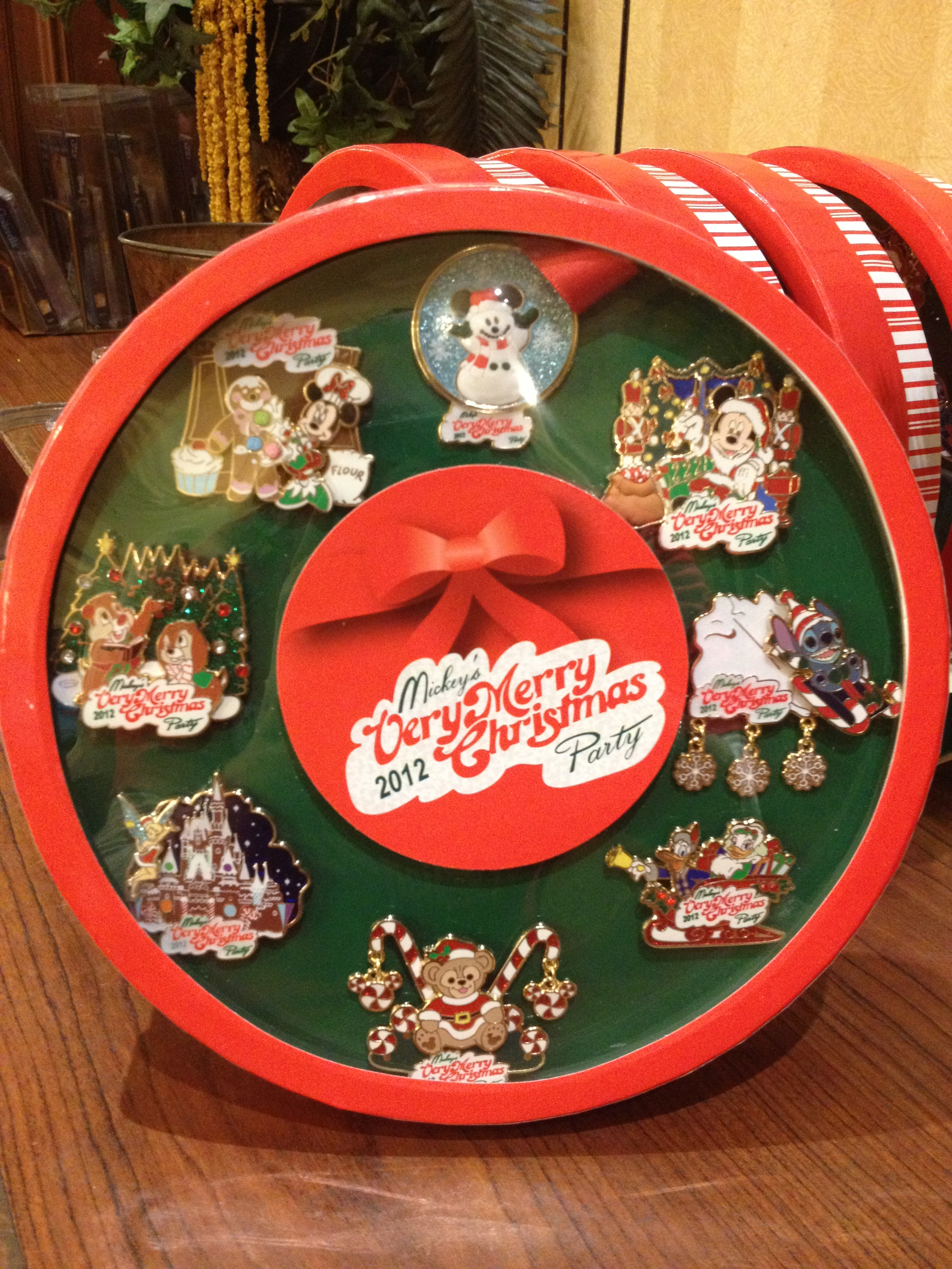 Mickeys Very Merry Christmas Party Merchandise.Mickey S Very Merry Christmas Party Merchandise On The Go
