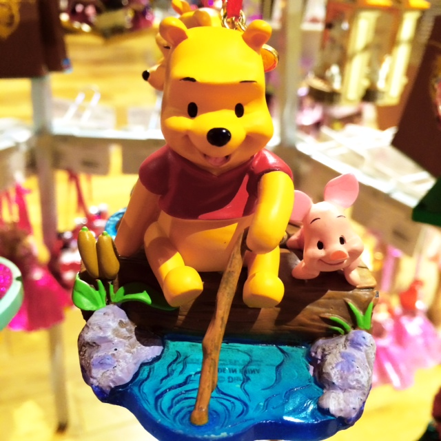 Disney Store Sketchbook Ornaments Pooh and Piglet fishing