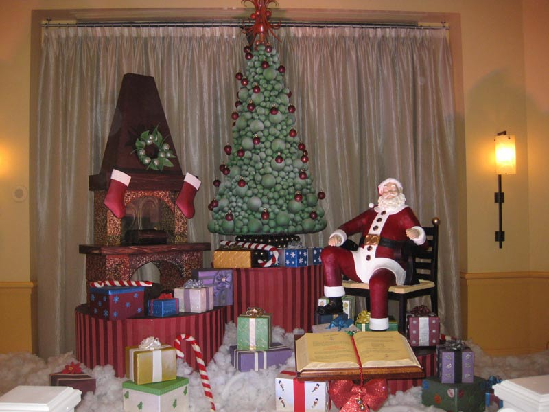 Walt Disney World Swan and Dolphin Hotel Christmas Largest Santa