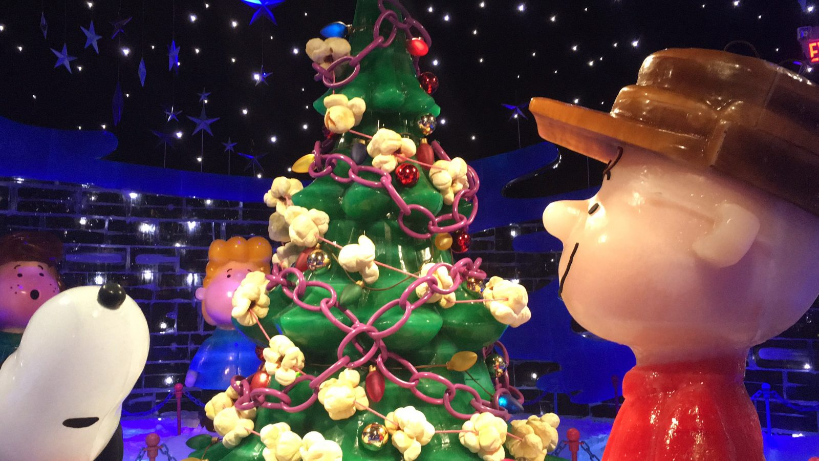 Gaylord Palms ICE 2016 - Charlie Brown and Snoopy with Christmas Tree