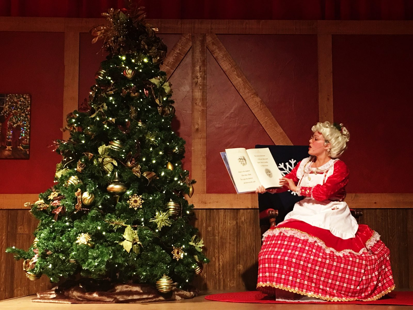 Gaylord Palms ICE 2016 - Mrs Claus Holiday Traditions and sing-a-long