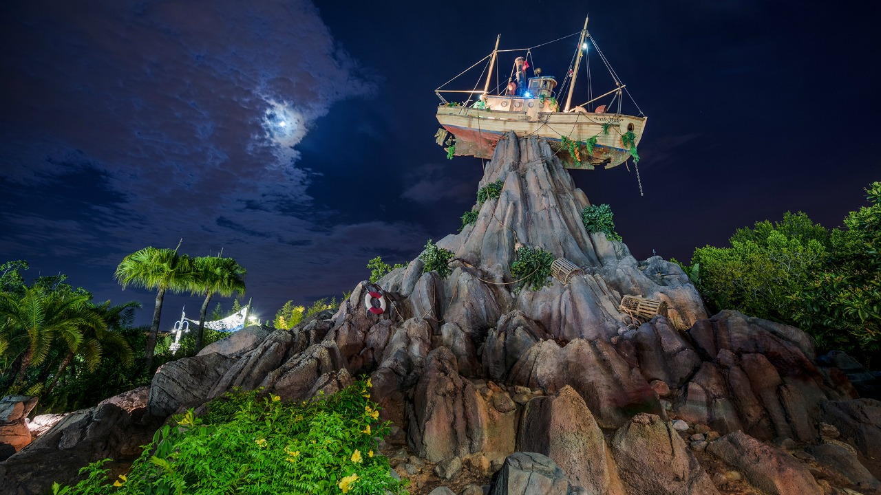 Theme Parks Thoughts When Summer Ends - H2O Glow Nights Party Typhoon Lagoon