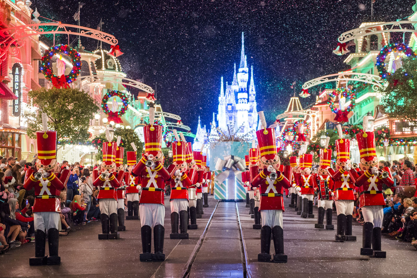 Christmas 2019 Walt Disney World Holidays 2019 Christmas in July Mickey's Very Merry Christmas Party 2018