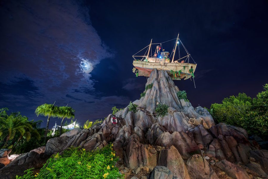 2019 H2O Glow Nights Typhoon Lagoon Walt Disney World
