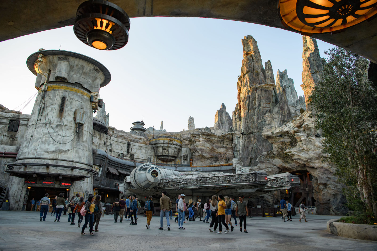 Star Wars: Galaxy's Edge Batuu Disney's Hollywood Studios Millennium Falcon